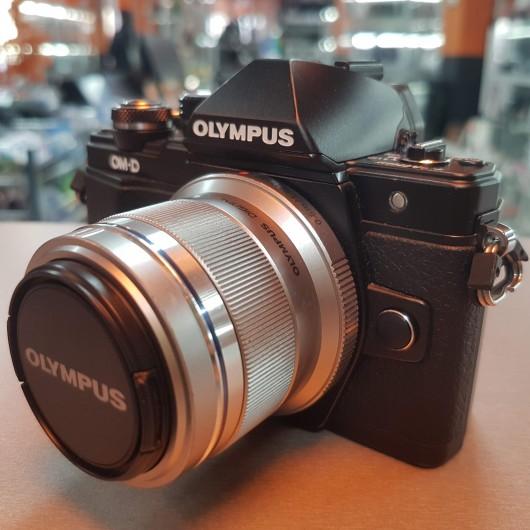 Aparat Foto Olympus E-m10 Mark II + Obiectiv Olympus 45 mm 1:1.8 MSC + Geanta Transport