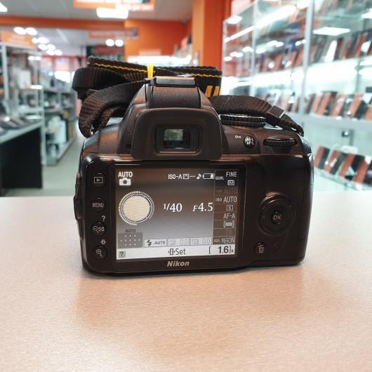 Aparat foto Nikon D3000 + Obiectiv 18-55mm 1:3.5-5.6 G VR DX