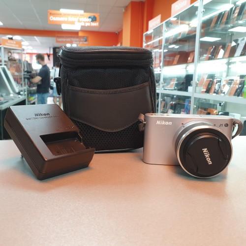Aparat foto Nikon J1 + Obiectiv 13-30 mm