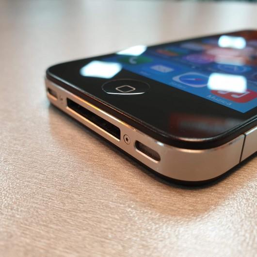 Apple iPhone 4  8 Gb
