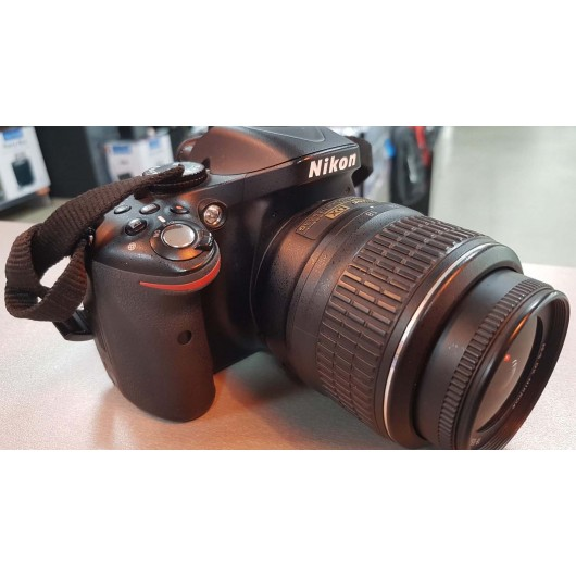 Aparat foto Nikon D5200 + Obiectiv 18-55mm