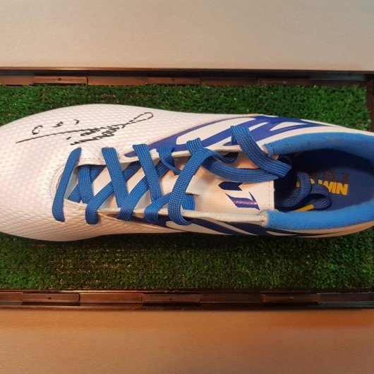 Colectia Sports Memorabilia - Gheata de fotbal - Semnatura Lionel Messi
