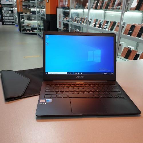 Ultrabook ASUS ZenBook UX331F - i7 8565U, 8 Gb RAM, SSD 240 Gb