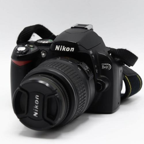 Aparat foto Nikon D40 + Obiectiv DX AF-S 18-55 mm 1:3.5-5.6G II ED